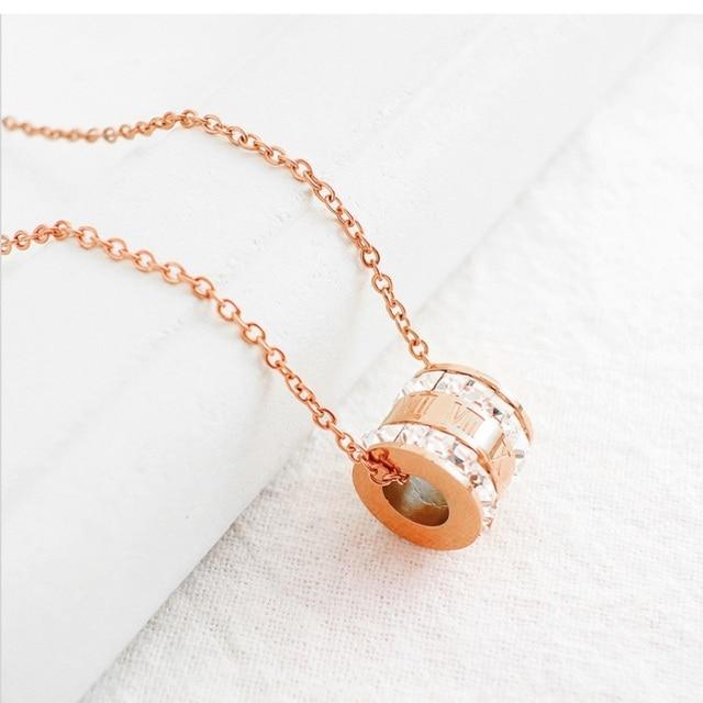 Фото женское ожерелье с подвеской из розового золота фианитами цена
