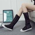 Envío de la gota de La Manera Zapatos de Lona Botas Altas hasta la rodilla Mujeres Botas Cordón de la Muchacha tamaño 35-43 Blanco negro Ojal decoración