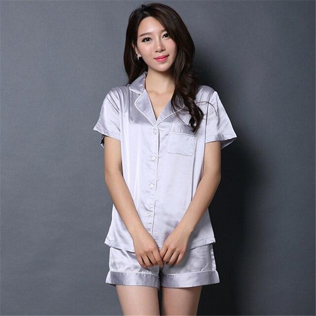 c6cd29a46 Senhoras Short De Pijama de Seda de Manga Curta Botão de Camisa e Short Set  Mulheres Verão Pijama de Cetim de Seda Sleepwear