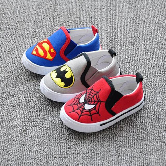 Patines de moda otoño zapatos de los niños de dibujos animados de Batman Spiderman modelado Bebé Primeros Caminante inferior suave de los niños zapatos de lona