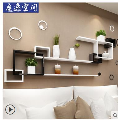 Parete scaffale è decorato con la parete scaffale della parete del soggiorno