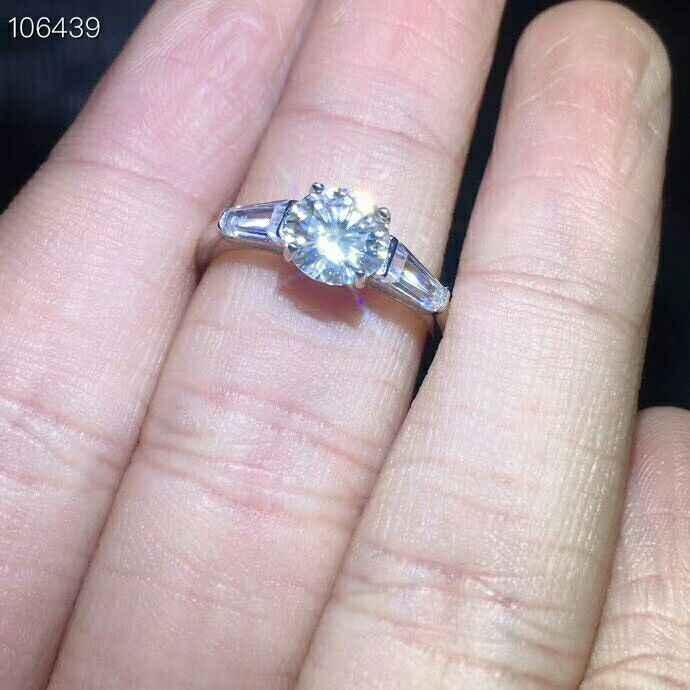 MeiBaPJ 1 قيراط/6.5 مللي متر التألق مويسانيتي الأحجار الكريمة الكلاسيكية خاتم بسيط للنساء 925 فضة غرامة مجوهرات الزفاف