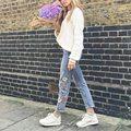 Mulheres Denim Calças do Tornozelo-comprimento Do Vintage 2016 Moda Outono Flor Capris Bolsos Bordados Em Linha Reta Calças Jeans Feminino