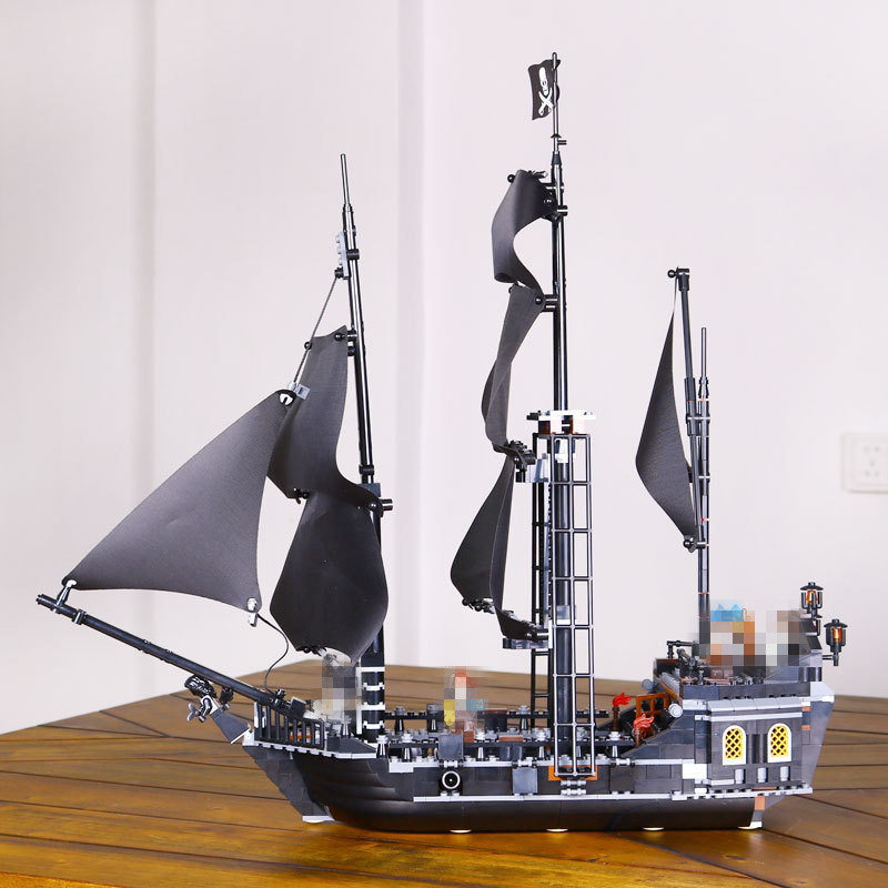 804pcs LEPIN 16006 Pirates of the Caribbean The Black Pearl Building Blocks Set 4184 Funny Educational Gifts Toy For Children kazi 608pcs pirates armada flagship building blocks brinquedos caribbean warship sets the black pearl compatible with bricks