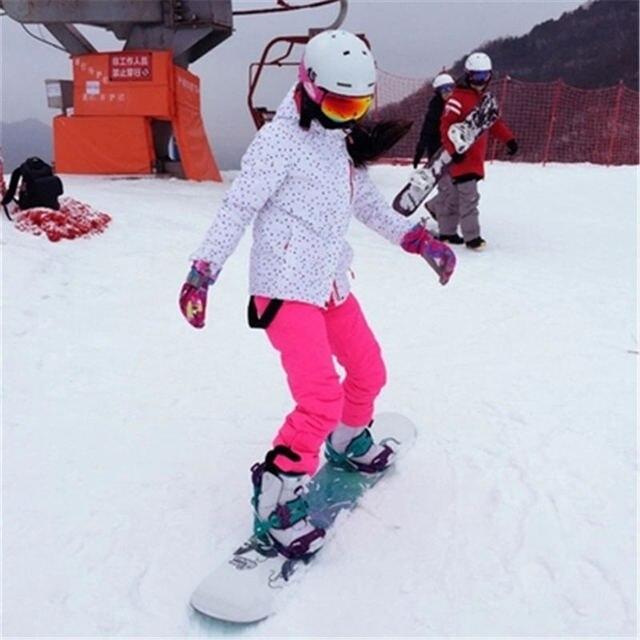 Дешевые Для женщин зимняя одежда сноуборде Комплекты водонепроницаемый ветрозащитный дышащий Зимний спорт на открытом воздухе костюм Лыжная куртка и комбинезон штаны для сноуборда