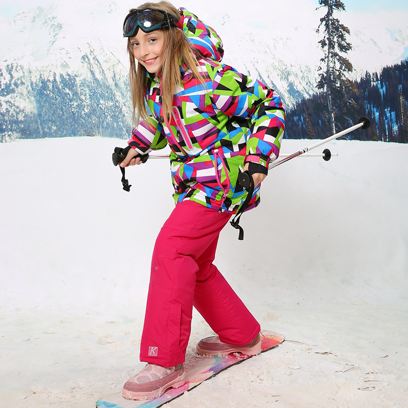 Kids' Clothing Here at Dare 2b we cater for all, kids being no exception. Featuring all the technical features of our adults ranges our clothing for kids and teens is ideal for exploring mountain trails and days on the slopes.