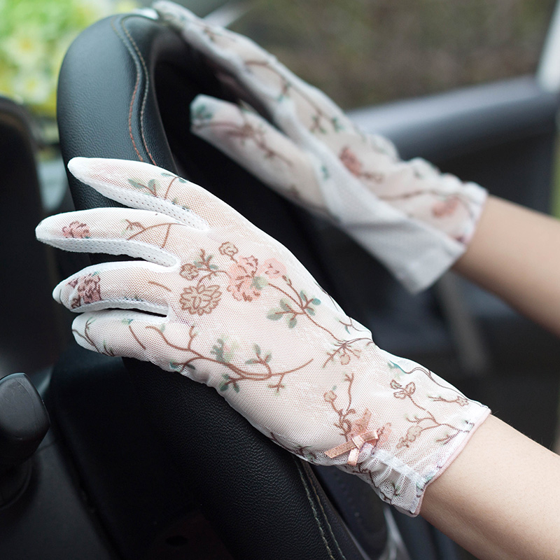 Woman Gloves Summer Sunscreen Lace Gloves Female Driving Non-Slip Anti-UV Ultra-Thin Touch Screen Light Luxury Retro Style FS08