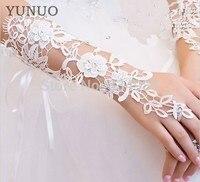 2017 New Arrival Elegant Bride Gloves For Wedding Dress Luxury Diamond Cutout Lace White/Ivory Gloves Fingerless Wedding Gloves