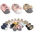 2017 Primavera Menina Sola Macia Do Bebê Sapatos de Algodão Primeiros Caminhantes Stripe Bowknot Rebite Sapatos de Sola Macia do bebê Menino Casuais recém-nascidos sapatos