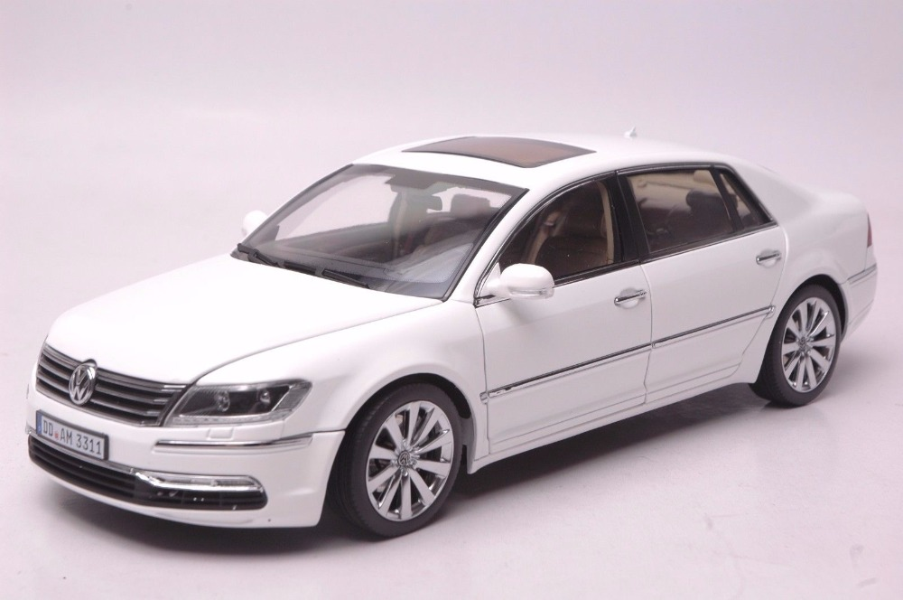 1:18 Diecast Model for Volkswagen VW Phaeton W12 6.0 White Sedan Alloy Toy Car Miniature Collection Gifts 1 18 масштаб vw volkswagen новый tiguan l 2017 оранжевый diecast модель автомобиля