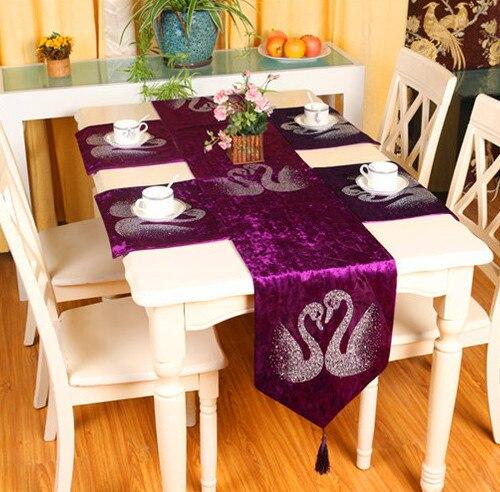 Europeo bandiera da tavolo coppia di lusso runner per il partito moderno velluto viola cigno - Runner da tavolo moderno ...