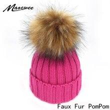 39e7ddfcfb37 Faux Fourrure Ball Bobble Pompom Bonnets Chapeaux D hiver Mignon Maman Bébé  Enfants Crochet Tricoté Chapeau Skullies Pour Casque.