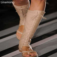 Горячая распродажа! винтажные на шнуровке Сандалии, ботинки в гладиаторском стиле женские до колена на плоской подошве высокие сапоги высо