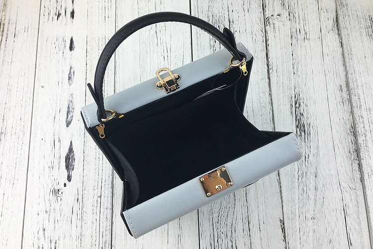 4d98698ea8 Cute big eyes character design women box shape handbags cascul ladies  shoulder   crossbody bags totes messenger bag grey purse-in Shoulder Bags  from Luggage ...