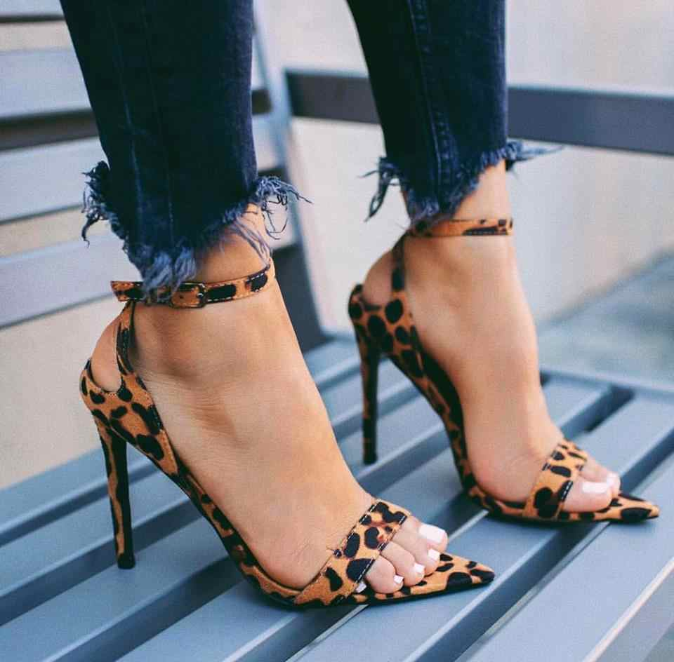 5bb7c158261 POADISFOO Women Fashion Sexy Leopard Print Word With Pointed high-heeled  Open Toe Sandals Large
