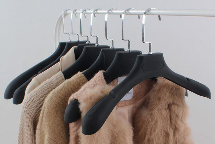 [Free Shipping]  Luxury Non Slip Black Plastic Hanger For Coats,With Groove,  Lady's Style  (8 Pieces / Lot)