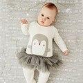 Новорожденный ребенок комбинезон весна 2017 хлопок onesie девочки одежда для животных С Длинным рукавом пингвинов комбинезоны комбинезоны детской одежды