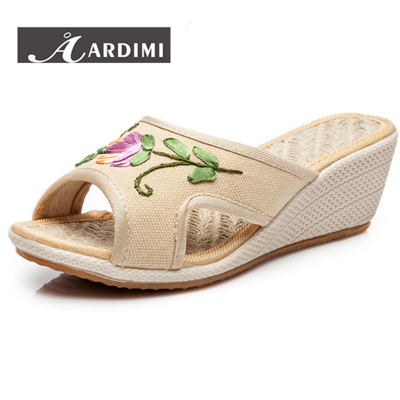 2017 summer Embroidered slippers women's platform sandals fashion flowers shoes woman creepers wedges sandals women flip flops casual wedges sandals 2017 summer beach women shoes platform flip flops print sandal comfort creepers shoes woman