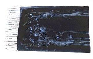 Image 2 - Foulard en velours pour femmes, magnifique châle de fête, en velours lisse, imprimé Rose noir, cadeau dhiver pour dames