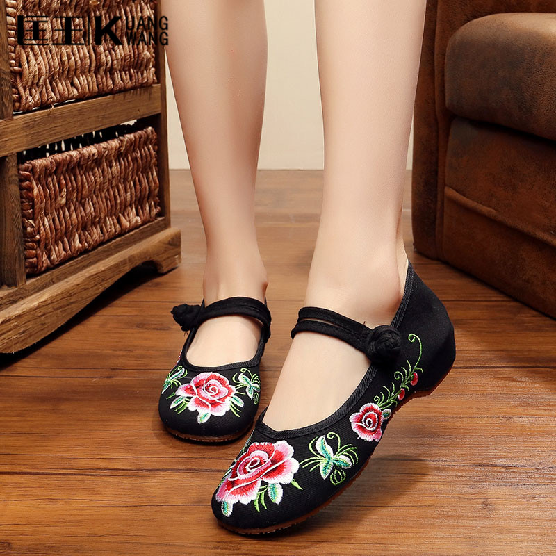 2017 Shoes Women Flats Old Peking Shoes Chinese Floral Ladies Embroidery Shoes Soft Canvas Dance Ballet Flats Plus Size 34-41 women flats old beijing floral peacock embroidery chinese national canvas soft dance ballet shoes for woman zapatos de mujer