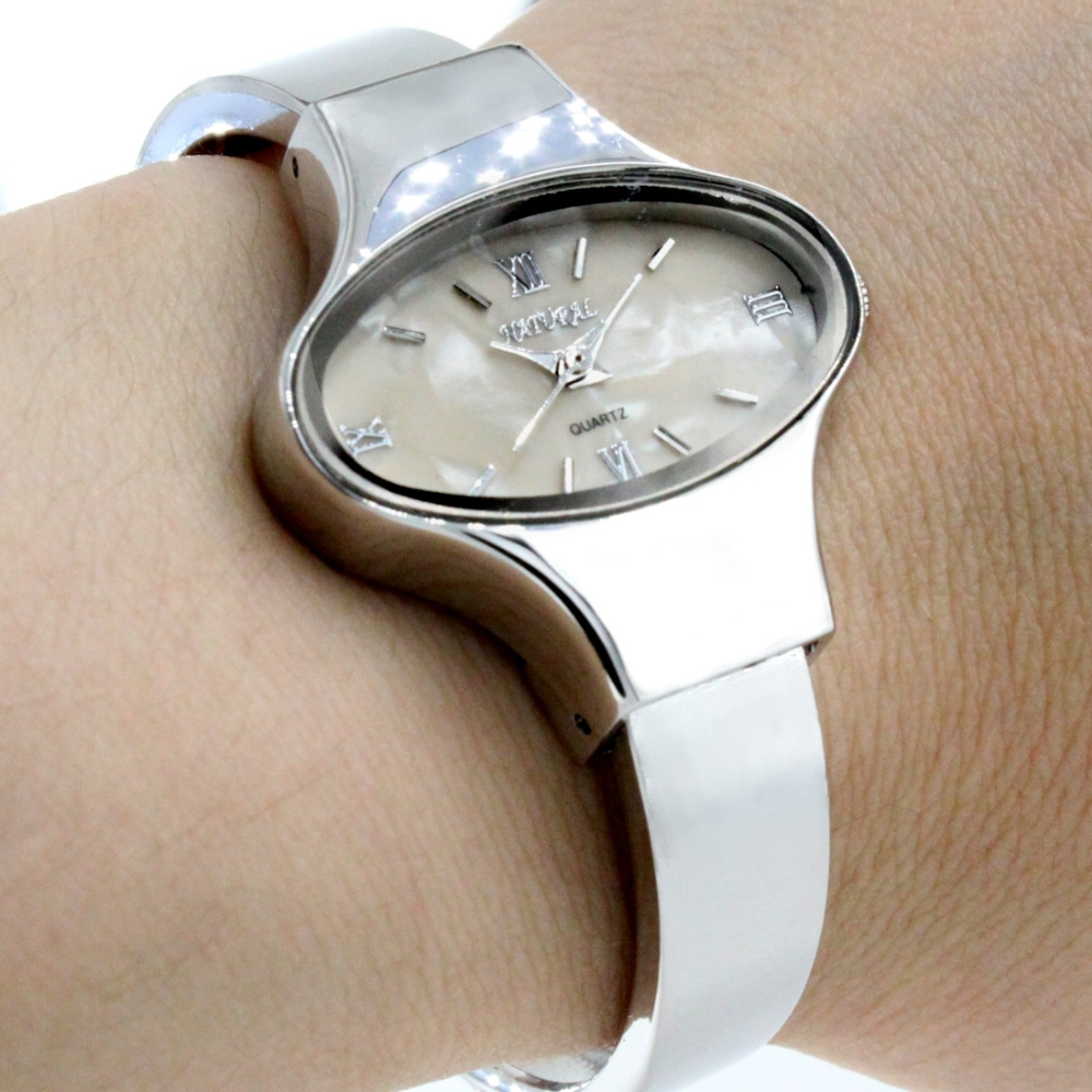Wholesales 6pcs. lots Elliptic PNP Shiny Silver Watchcase Slim Women Beige / White Dial Bangle Watch FW573