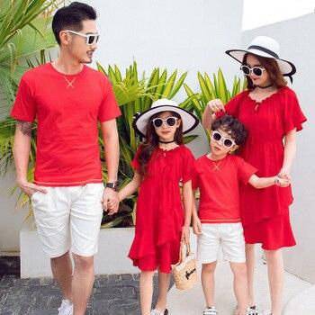 4bfbfaa86 2019 verano familia Look Set madre hija vestidos Padre hijo camisetas  pantalones cortos 2 piezas a juego trajes de la familia mamá y yo ropa
