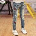 Novo 2017 Crianças da menina Calças Jeans Bordado tecido e Processo de Buracos Do Vintage Jeans Para crianças de 3-15 anos desgaste