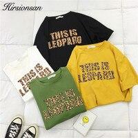 Свободная футболка с леопардовой надписью
