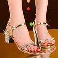 2017 новые сандалии женщин высокого качества PU моды bling caual сандалии женщин удобные пряжки ремень med пятки sandalias mujer