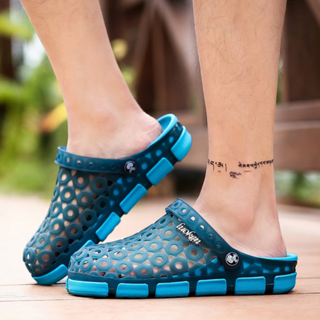 2017 New Men Sandals Summer Candy Color Breathable Hole Shoes Fashion Hollow Out Beach Shoes Male Leisure Slippers O2249