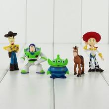 5 unids lote occidental historia juguete de la historieta figura PVC Woody  Buzz Lightyear extranjero verde Mini modelo muñeca pa. 4825a89edb4