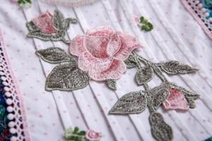 Image 5 - Pettigirl الأزرق الصغيرة الأزهار المطبوعة نقطة الدانتيل جميل س الرقبة حفل زفاف بالتواصل فساتين طويلة B469 (طول الفستان تحت الركبة)