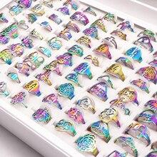 50 adet/grup Mix Rastgele Tarzı Lazer Kesim Desen Gökkuşağı Renk Paslanmaz Çelik Yüzük Kadınlar Partisi Yüzük