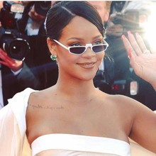 074f0e9a38994 Óculos de sol Quadrados Mulheres Elegantes Óculos Óculos Steampunk Estilo  Pequena Fronteira Escudo Feminino Rihanna Sun