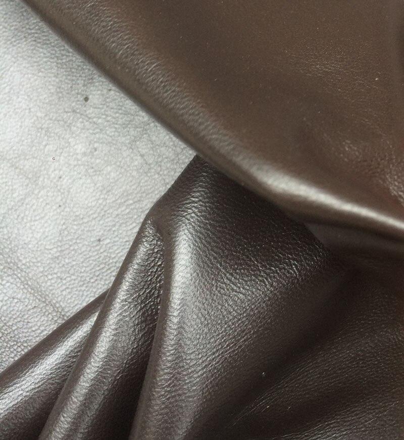 Peau de mouton douce véritable de café de pièce entière pour le matériel en cuir de vêtement