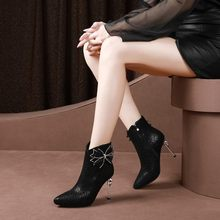 81a80fa4b23a5 MLJUESE 2019 femmes cheville bottes En Suède Pour Enfants fleurs talon  mince talons hauts bottes d