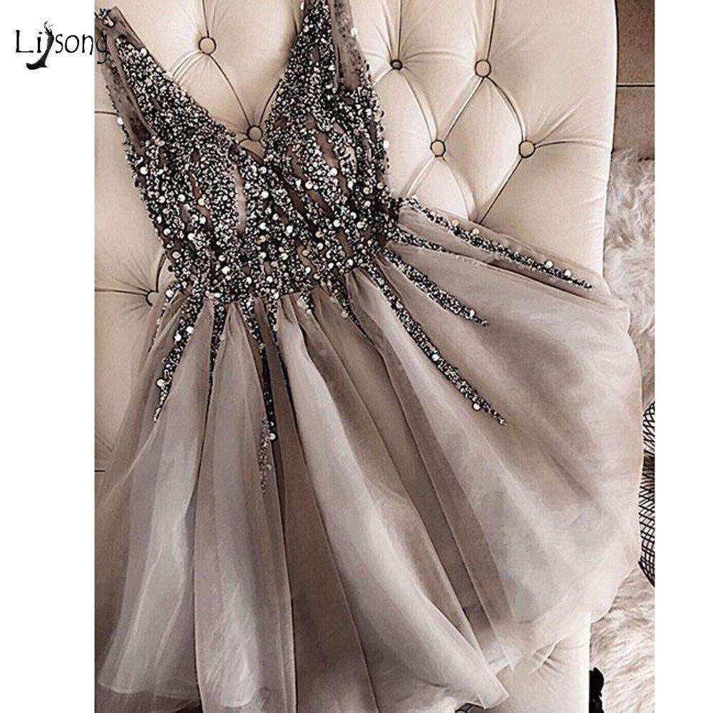 Sparkle קריסטל חרוזים קצר קוקטייל שמלות אפור שיבה הביתה שמלת כפול V-צוואר סקסי מבריק מיני לנשף שמלות העבאיה Vestidos
