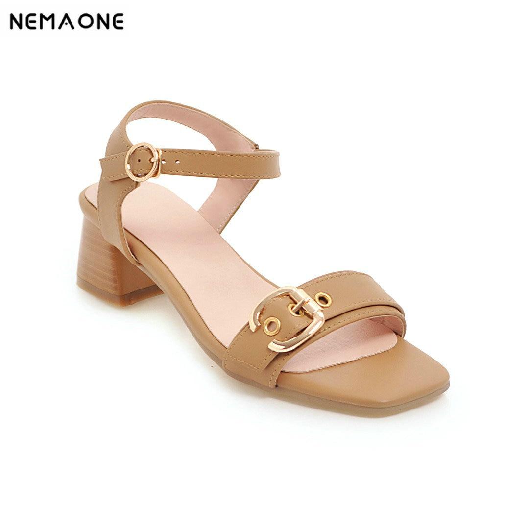 437c321df Nemaone Новая мода женские босоножки среднем Каблучки Обувь скор Сандалии  на каблуке Женская обувь с открытым