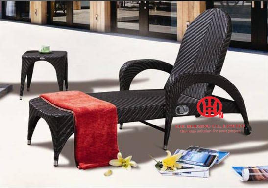 Outdoor PE Rattan Chaise Lounger With Cushion,Oem Quality Poolside Loungers,elegant Wicker Patio Garden Rattan Chaise Lounge