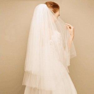 بسيطة طبقتين قصيرة تول الزفاف الأبيض الحجاب رخيصة 2018 العاج الزفاف الحجاب للعروس ل خطاباتخطابهزوجات اكسسوارات الزفاف مشط