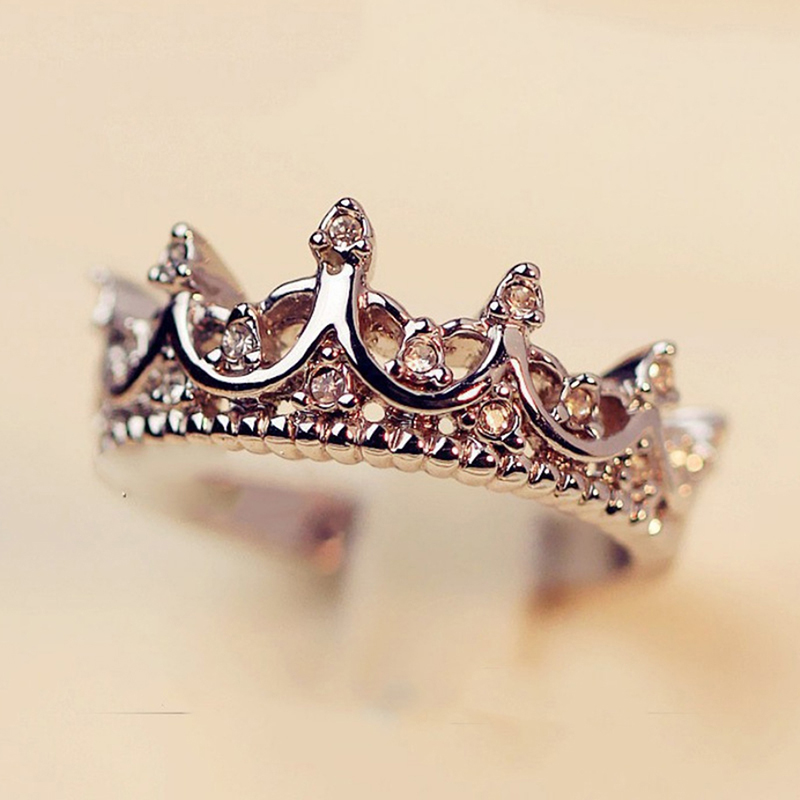 Vintage Silver Crystal Drill Hollow Crown Shaped Queen Temperament Rings For Woman Personality Wedding Engagement Gifts