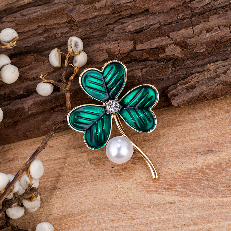 TDQUEEN Green Leaf Brooches For Women Gold Color Metal Pearl Enamel Hijab Scarf Pin Party Dress Coat Jewellery Gift Broche