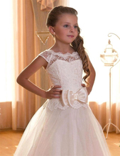 2018 Cheap Flower Girls Dresses for Weddings Bow Ribbon Scoop Backless With Appliques Princess Children First Communion Dresses