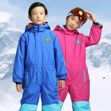 Children are warm, waterproof and breathable, a set of solid color jumpsuits.