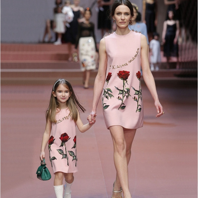 Family Matching Clothes mother daughter dresses new summer floral roses party princess vest fashion mom and girls dress
