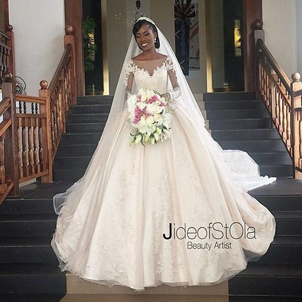 Elegant Long Wedding Dress 2017 Boat Neck Long Sleeves Chapel Train Ball Gown Applications Tulle Bride Dresses Robe de mariage