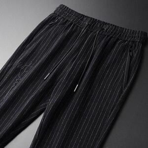 Image 2 - Pantalones para hombre de Primavera de linglu de talla grande 4xl de lana de moda teñida a rayas verticales para hombres pantalones elásticos de cintura bordada pantalones flacos