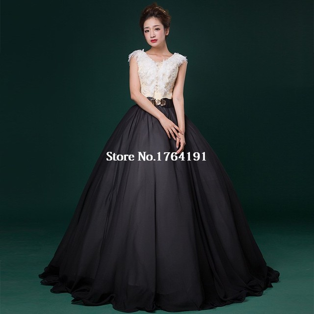 2016 Chinese Style Black White Sleeveless Lace Appliques Party Dress v-Neck  Singer Show Victorian Ball Gown 5d036db5b