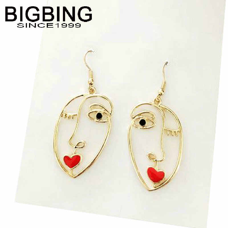 T054 BIGBING เครื่องประดับ golden hollow face dangle ต่างหูแฟชั่นเครื่องประดับต่างหูแฟชั่น