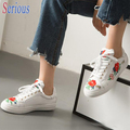 Catwalk Leisure Shoes Embroidered Flower lace Up White Leather Shoes Folk Style Ladies Flat Light Cozy Shoes Famale